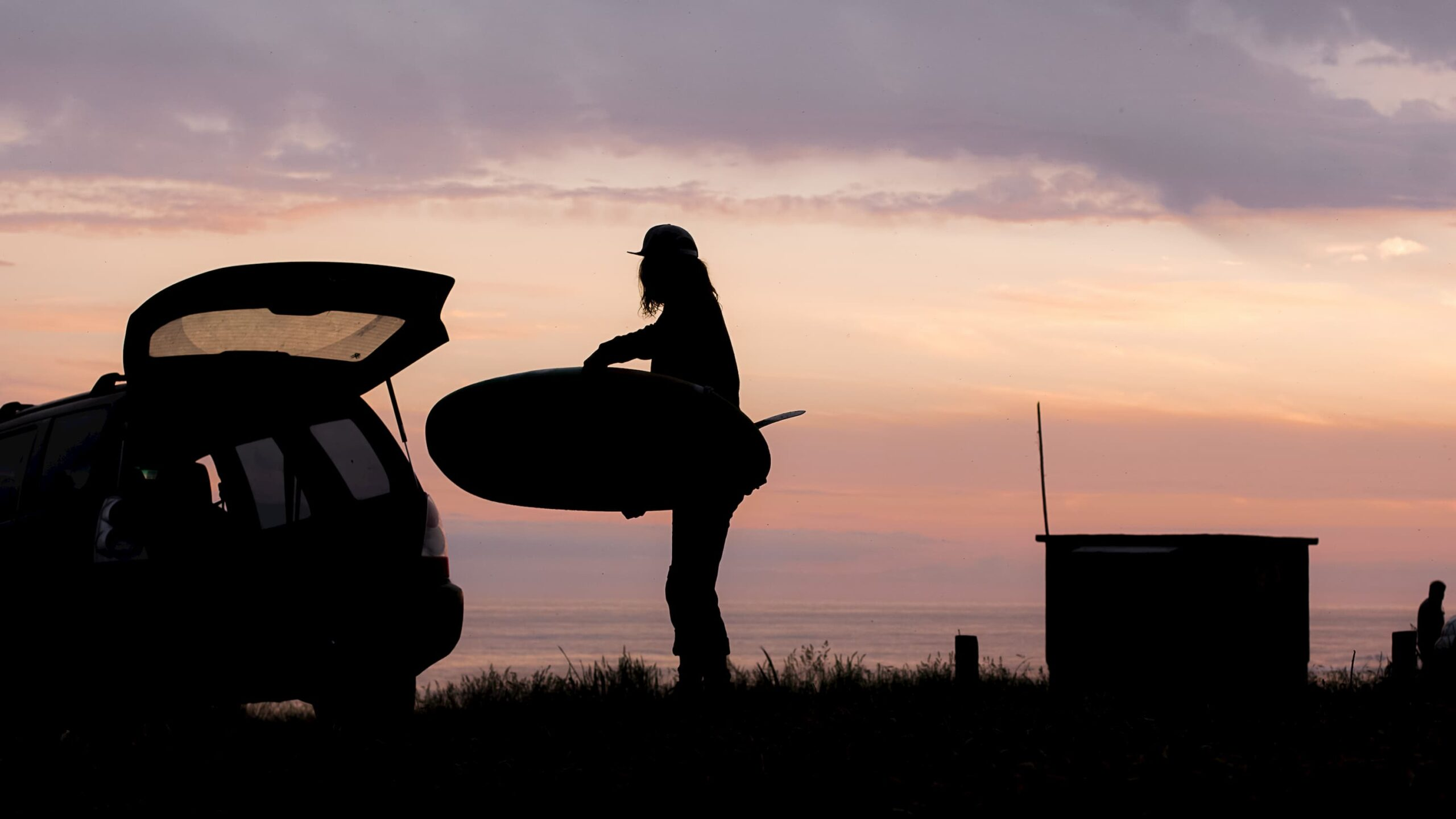 surfista y auto